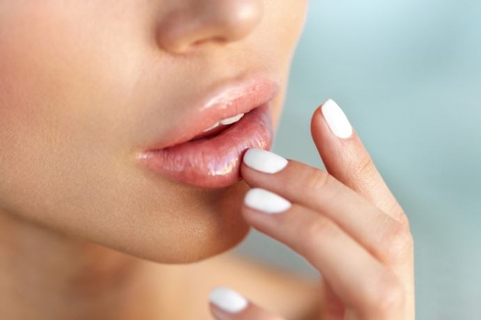 DIY-All-Natural-Cool-Mint-Scrub-for-Soft-Lips-in-Summer9